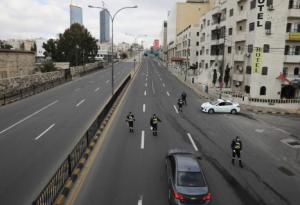 """نقل 273 مركبة مخالفة لـ""""سواقة"""" وضبط 341 شخصاً كسروا الحظر"""