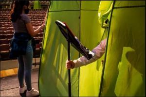 خيم خضراء لحماية الطلبة من كورونا (صور)
