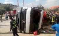 7 اصابات بتصادم شاحنة مع 3 مركبات في عين الباشا