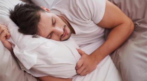 كثرة النوم وقلته تزيدان خطر السكري لدى الرجال