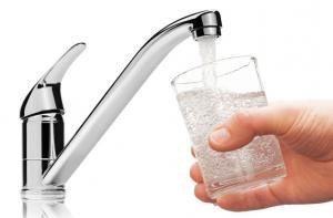 الحكومة: نتحمل 50% من المبلغ الذي يدفعه المواطن على المياه