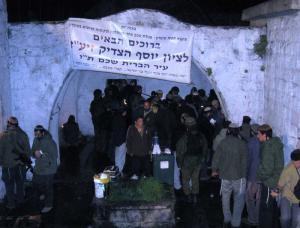 """مستوطنون يقتحمون """"قبر يوسف"""" في نابلس"""