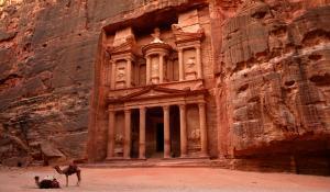 توصيات لعودة عمل القطاع السياحي