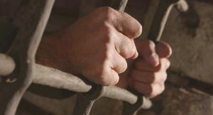 أسير قاصر يتعرض للضرب في غرفة الانتظار بالمحكمة