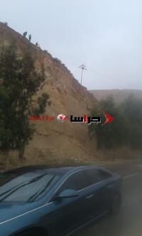 فتح طريق عمان - جرش بالاتجاهين بعد إزالة الكتل الصخرية (صور)