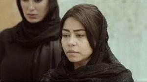 شيرين تحطم هاتف صحفية صورت عزاء والدها
