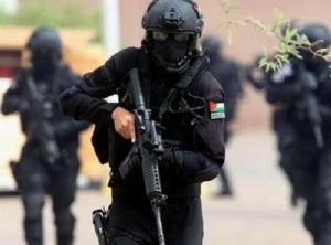 اعتقال 7 اشخاص وضبط اسلحة بمداهمات في اربد وعجلون (صور)