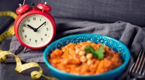 """دراسة : """"الأكل مرة باليوم يحسن الصحة"""""""