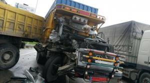 وفاة شخص وإصابة اخر بتصادم شاحنتين في الكرك