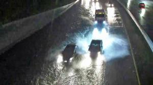 طريق وادي عربة - البترا مغلق بسبب إرتفاع منسوب المياه
