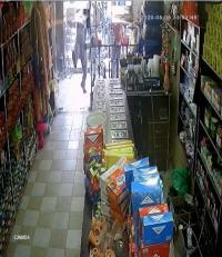 فارضو أتاوة يحطمون محتويات محل تجاري  في مخيم حطين