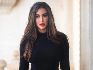 ياسمين صبري تجمع بين الخجل والإثارة (شاهد)