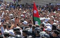 قرار حكومي هام مرتقب وغير متوقع ينهي  إضراب المعلمين