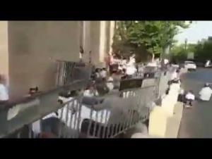 لحظة أختباء المستوطنين بالقدس بعد إطلاق الصواريخ (فيديو)