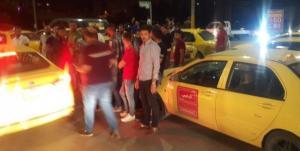 سائقو التاكسي الأصفر يحتجون على مخالفات السير في اربد