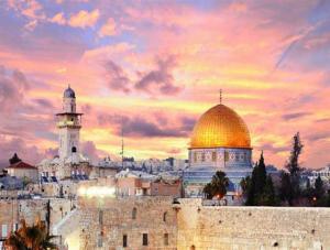 """""""أوقاف القدس"""": مِنح الملك الدراسية لأبناء المدينة عطاء شرف"""
