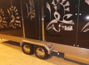 مجهولون يحطمون أول مطعم متنقل داخل حرم أمانة عمان (فيديو وصور)