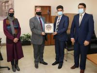 """رئيس """" عمان العربية """" يكرم الدكتور ليث أبو عليقة لتحقيقه إنجازا بحثياً عالميا"""