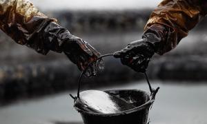 النفط يرتفع بعد تراجع المخزون الأميركي