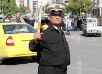 اقدم شرطي مرور في العالم في مدينة عربية - فيديو