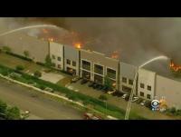 """حريق ضخم يلتهم أكبر مستودعات """"أمازون"""" في أميركا (فيديو)"""
