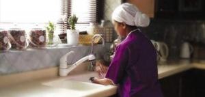 المعدل لنظام العاملين بالمنازل يدخل حيز التنفيذ