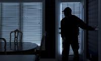 القبض على 4 اشخاص سرقوا 45 الف دينار من منزل