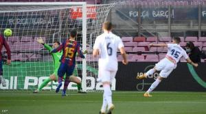 """ريال مدريد يتغلب على برشلونة ويتصدر """"الليغا"""""""