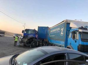 وفاة و4 اصابات بتصادم 5 مركبات في عمان