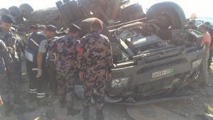 تدهور صهريج محمل بالديزل على الطريق الصحراوي (صور)