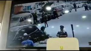 مشاجرة بين رقيب سير وسائق في الرمثا (فيديو)