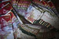 الاحتلال يجمّد 14 مليون شيكل من أموال الضرائب الفلسطينية