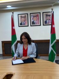 الأردن والعراق يوقعان عقد ربط شبكة الكهرباء