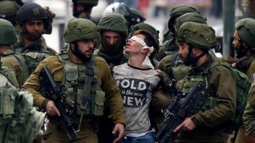 طفل يروي من معتقله تفاصيل تنكيل جنود الاحتلال به