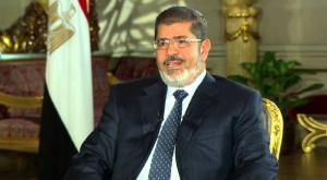 دفن محمد مرسي فجرا بحضور اثنين من عائلته