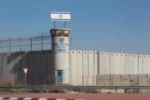 الإحتلال يقتحم سجن عوفر