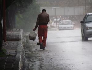 """أمطار غزيرة وغبار كثيف على طريق """" معان - الشيدية"""""""