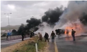 وفاة شخص بتدهور واحتراق شاحنة في الزرقاء (صور)