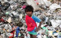 الهند  ..  البحث عن طفلة مفقودة في كومة نفايات