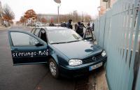 اصطدام سيارة ببوابة مقر ميركل في برلين (صور)