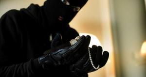 القبض على مشتبه به بسرقة 25 منزلا في الرمثا