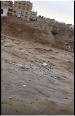 مياه الأمطار تداهم محلات بالزرقاء  (فيديو)