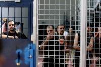 """إدارة سجن """"عوفر"""" تُماطل في الاستجابة لمطالب الأسرى"""