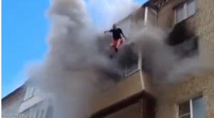 عائلة تنجو بأعجوبة من حريق قفزا