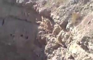 """""""حفرة الرعب"""" ..  فيها رمى """"داعش"""" جثث مئات العراقيين"""